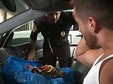 Hétéro baisé de force par un policier