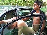 Français encule son passif contre sa voiture