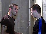 Français emballe un technicien dans la cave