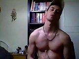 Hétéro piégé à la webcam sort sa grosse…