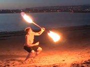 Bogosse joue avec le feu au sens propre comme…