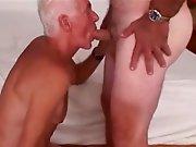 Vieux gays en forme baisent sans capote