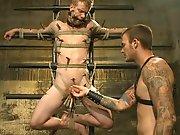 Soumis torturé de la bite par un dominateur…