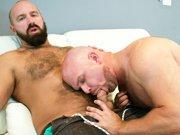 Gros gays poilus qui baisent sans capote