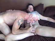 Vieux gay jouit dans le cul d'un beau mec…