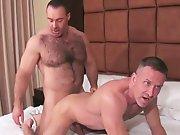 Gros gay poilu encule un vieux sans capote