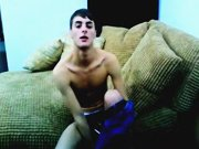 Minet amateur gay fait un show en webcam !