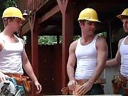 Orgie entre ouvriers donnant de bons coups de…
