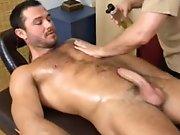Vieux gay fait jouir un hétéro poilu dans…