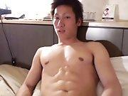 Jeune Japonais musclé tiré par un mec plus…
