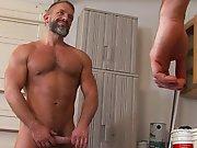 Daddy prend en main un trentenaire en…