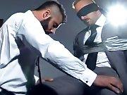 Patron capture un concurrent et le baise de…