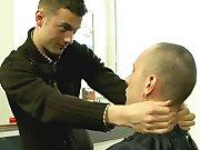 Lascar baise un jeune coiffeur en plan direct