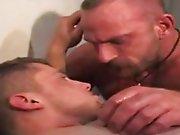 Le sperme du coach dans la bouche à la place…
