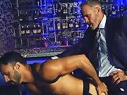 Un bon pourboire pour baiser le barman