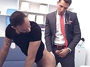 Français joue au médecin et se tape un…