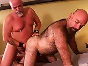 Gros gay poilu comme un ours se fait…