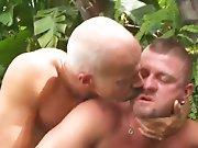 Vieux gay baise violemment un quadra qu'il…