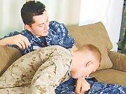 Militaire suce son collègue et se fait…