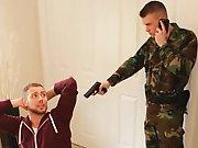Militaire encule un cambrioleur !