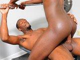 Black gay sodomisé en salle de musculation