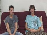 Deux minets gay de 18 ans se lâchent devant…