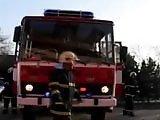 Pompier s'astique la nouille de bon matin