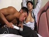 Asiatique gay attaché en bukkake