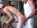 Vieux gay sperme sur un jeune bogosse