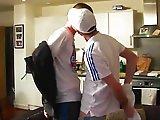 Deux footballeurs cèdent à une pulsion gay