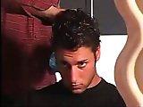Enculé par un coiffeur viril et musclé