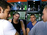Début d'orgie dans un bar gay