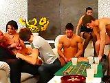 Orgie bisexuelle entre jeunes