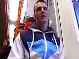 Hétéro recruté dans le métro pour faire…