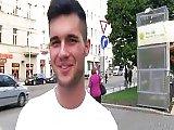 Il Paye Des Gens Dans La Rue Pour Baiser Gay