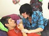 2 jeunes font l'amour passionnément