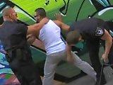 2 policiers l'enculent de force