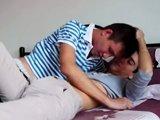 2 minets font l'amour dans une chambre…