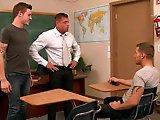 Lequel de ses élèves le prof va-t-il baiser…