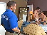 Couple gay rejoint par un ouvrier de…