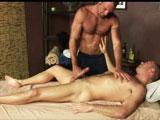 Gay mature pour un massage anal et de la verge
