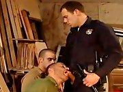 Policier encule 2 mecs en état…