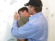 Policier baise un petit délinquant dans les…