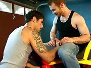 Jeune gay dévore la bite de son voisin avant…