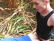Français se vide les couilles dans un champ