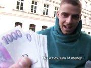 Hétéro payé dans la rue pour faire la pute