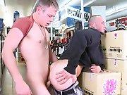 Payé pour enculer un gay dans une supérette