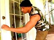 Black rentre chez son voisin pour le baiser