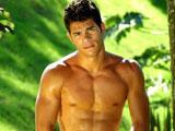 Etalon gay boxeur en entrainement naturiste…