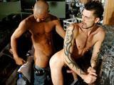 Barman gay TBM encule un client